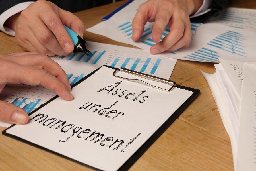 Definición y ejemplos de activos bajo gestión