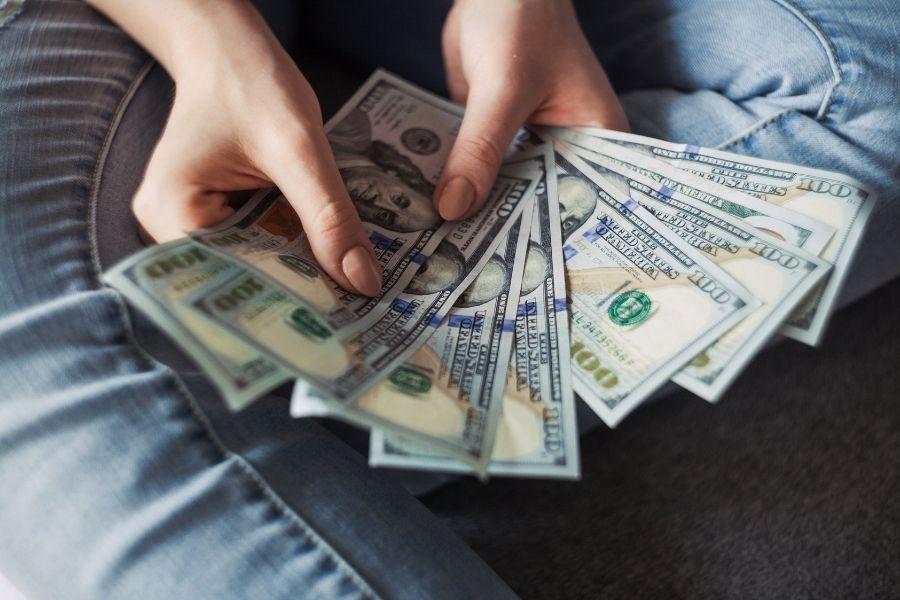 sus ingresos